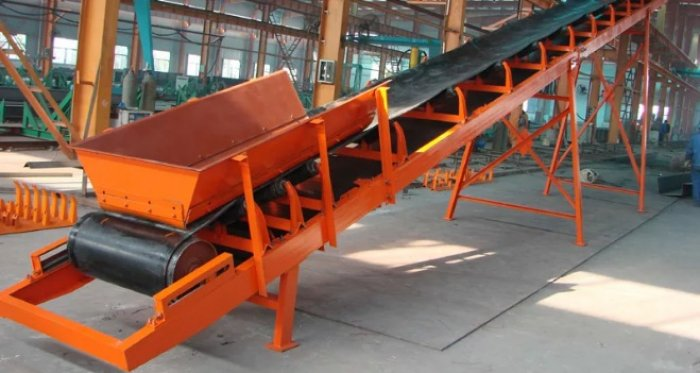 Обслуживание ленточного транспортера в оборудование элеваторов силосы